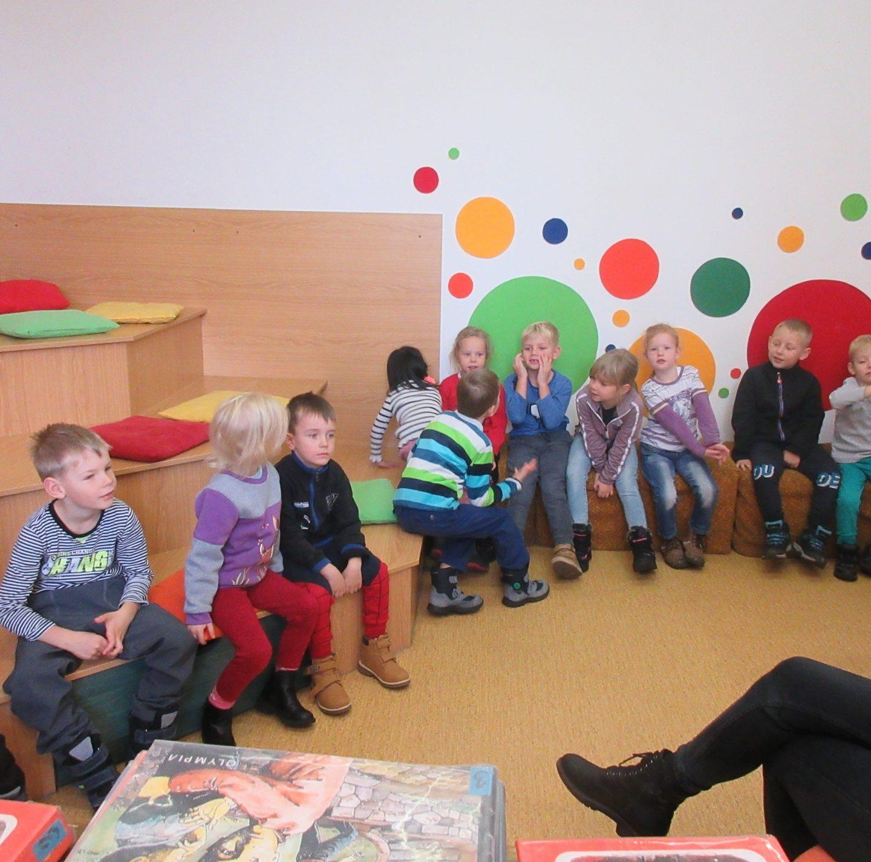 19.11.2019 návštěva dědí z Mateřské školy v knihovně