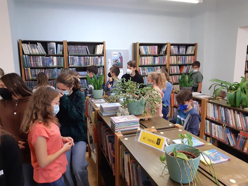 Studenti sekundy v knihovně 17.9.2021